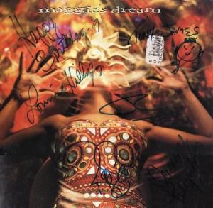 Tapa de disco autografiada por Maggie's Dream
