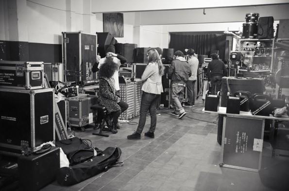el equipo preparando todo en el depósito Starc- Barreiro