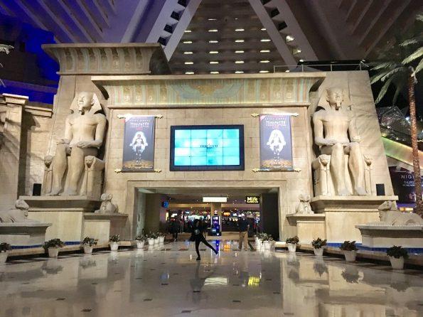 El Luxor : un hotel impactante!